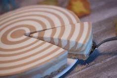 En esta receta vamos a preparar una tarta de queso, yogur y dulce de leche, fácil y sin horno! Una tarta espectacular, gracias a su diseño de cebra.