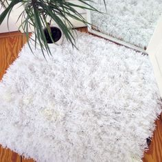 Learn how to make your own fluffy area rug with yarn wool and baker's twine