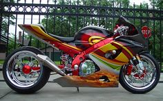 This has always been one of my favorite bikes EVER...gorgeous!