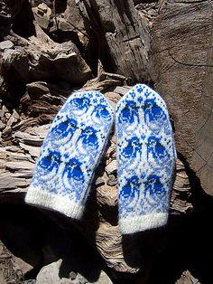 Ravelry: Jaybirds Mittens pattern by Natalia Moreva Mittens Pattern, Knit Mittens, Knitted Gloves, Knitting Socks, Baby Knitting, Knitting Short Rows, Knitting Stitches, Knitting Designs, Knitting Patterns
