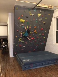 Home Gym Space Climbing Wall Ideas For 2019 Climbing Wall Kids, Indoor Climbing, Rock Climbing, Bouldering Wall, Outdoor Playground, Diy Bed, Interior Design Living Room, Game Room, Kids Room