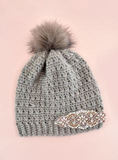 One simple stitch is easily modified striking pattern. Learn how to make your own crisscross double crochet hat (beginner friendly crochet). Diy Crochet Hat, Plaid Crochet, Love Crochet, Foundation Single Crochet, Metallic Yarn, Single Crochet Stitch, Crochet Basics, Half Double Crochet, Crochet Projects