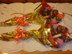 Bouquet de fresas bañadas en chocolate, uchuas y masmelos desde $15.000. Pídelas ya 3144359644 - 4856483.