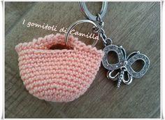 Mini borsetta a uncinetto per sacchettini   I gomitoli di Camilla Mini Backpack, Mini Bag, Camilla, Barbie, Straw Bag, Knit Crochet, Crochet Earrings, Coin Purse, Shabby Chic