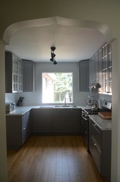 We love that our customers kept the arched doorways for their IKEA kitchen renovation. Grey BODBYN doors.