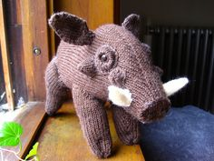 Knitted Warthog by sentienttree.deviantart.com