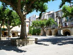 La Place du Marché Le Gard, Château Fort, Chur, Places To See, Wanderlust, France, Mansions, House Styles, Places To Visit