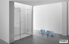 SLIM Line Italbox Dois painéis fixos e uma porta de abrir Acessórios em Latão Cromado Vidro temperado de 8mm Perfis em alumínio cromado Fecho magnético Altura Standard: 2000mm