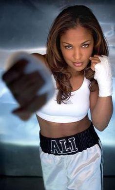 Laila Ali daughter of Muhammad Ali, boxer December 30 1977 Beautiful Black Women, Beautiful People, Beautiful Ladies, Boxe Fight, Female Boxers, Float Like A Butterfly, Muhammad Ali, Ali Muhammed, Female Athletes