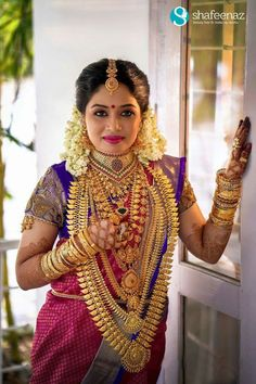 Beautyy Picturess: Wedding Saree and South Indian Bride Indian Wedding Bride, Indian Wedding Jewelry, South Indian Bride, Saree Wedding, Bridal Jewellery, Kerala Jewellery, Temple Jewellery, Indian Jewelry, Kerala Bride