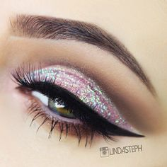 Glitter eye make up look with thick black winged liner and dark brown/bronze on the crease - perfect for a night out. Makeup Goals, Makeup Inspo, Makeup Inspiration, Makeup Tips, Hair Makeup, Makeup Ideas, Makeup Lessons, Prom Makeup, Makeup Geek