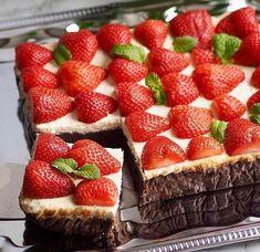 Zdravé fit recepty 🥑🍏🍇🍓🥞🍰 sdílel(a) příspěvek na Instagramu: BROWNIES CHEESECAKE ŘEZY od @pipafoodie Brownies vrstva: 🍓2 plechovky červených fazolí ve… •  Sledujte účet uživatele s 846 příspěvky. Cheesecake, Brownies, Strawberry, Fruit, Instagram, Food, Meal, Cheesecakes, The Fruit