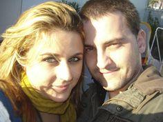 Sara y Robert  Son pareja desde el 7 de diciembre de 2011  Un mensaje a la gente que no cree en estas cosas: ¡nunca se sabe dónde se puede encontrar el amor!