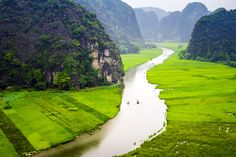 """Enjoy the stunning surroundings of Ninh Binh, the """"Halong Bay on land"""" by bike, boat and by foot with Mundooz."""