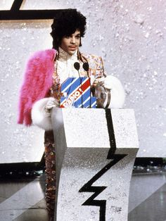 1985 | Prince accepts the award for Best International Artist at the British Record Industry Awards in London.