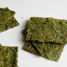 Zucchini, arugula and sesame crackers (raw)