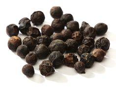 Pepř je asi nejznámější české koření. Nejenže dodá vašemu jídlu typickou vůni a chuť, ale má také celou řadu zdravotních a kosmetických benefitů. Obsahuje aktivní složku snázvem piperin, který černému pepři dodává charakteristickou chuť. Navíc obsahuje železo, draslík, vápník, hořčík, mangan, zinek, chrom, vitaminy A a C a další živiny. Zde vám nabízíme několik tipů, …