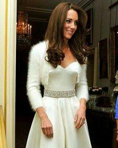 Big Wedding Dresses, Wedding Dress Trends, Wedding Bouquets, Wedding Ideas, Wedding Outfits For Family Members, Kate Middleton Wedding Dress, Bridal Bolero, Royal Weddings, Winter Weddings