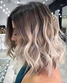 Are you going to balayage hair for the first time and know nothing about this technique? We've gathered everything you need to know about balayage, check! Hair Color Highlights, Hair Color Balayage, Ash Gray Balayage, Curly Balayage Hair, Blonde Highlights Short Hair, Caramel Balayage, Cabelo Ombre Hair, Short Balayage, Balayage Hair Blonde Medium