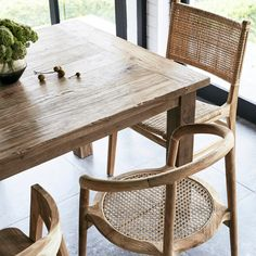 Teak Dining Table, Rustic Table, Dining Chairs, Round Chair, Round Coffee Table, Country Style Magazine, Teak Oil, T Home, Teak Furniture