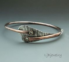 Copper Bangle Mixed Metal Bangle Heart Bangle por LjBjewelry