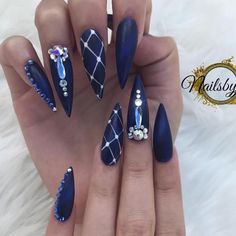 57 decorated nails very easy for you to do! See all decorated nails pictures, decorated nails ideas, decorated nails Fabulous Nails, Gorgeous Nails, Love Nails, Pretty Nails, Nail Art Rhinestones, Rhinestone Nails, Bling Nails, Blue Stiletto Nails, Dark Blue Nails