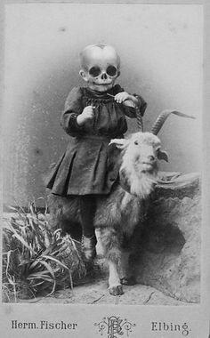 Seriously creepy halloween vintage photo collage images that will make you go boo. Altered baby on a goat Retro Halloween, Photo Halloween, Halloween Fotos, Vintage Halloween Photos, Creepy Halloween, Halloween Pictures, Halloween Costumes, Gothic Halloween, Creepy Art