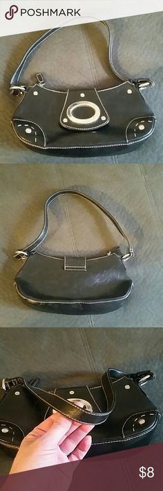 Gently used handbag!! This is in great condition, no signs of wear in any way! Open to offers and bundle under 5 lb. Pastable dips if a label upgrade is needed by charging me the entire shipping costs as well as charging the buyer the normal rate. No trades, smoke-free, and pug friendly. Typically ship same or next day Bags Shoulder Bags