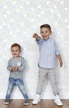 wallpaper triangles light pastel mint green, light pastel yellow, light heavenly pastel blue, light warm grey and shiny silver grey Hide & Seek 337207 #behang #Tapete #papierpeint #wallpaper #driehoekjes #pastel #mintgroen #lgeel #blauw #zilvergrijs #triangles #mintgreen #yellow #blue #silvergrey #Dreiecke #Minzegrün #Pastell #kinderen #grafisch #modern #glanzend