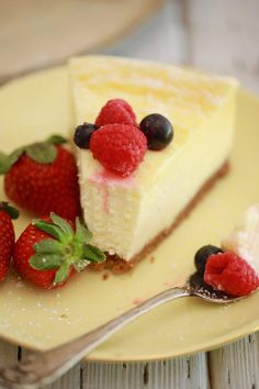 Berry Chantilly Cream Cake is made with a 5 star rated homemade yellow cake, fresh chantilly cream, and fresh berries. A perfect Summer dessert! Chantilly Cake Recipe, Berry Chantilly Cake, Chantilly Cream, Microwave Cheesecake Recipe, Easy Cheesecake Recipes, Dessert Recipes, Microwave Desserts, Summer Desserts, Just Desserts