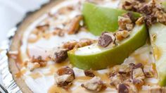 No-bake Snickers Caramel Apple Pie - Follow #SightApp and save an entire article or recipe by 1 screenshot (Check How: https://itunes.apple.com/us/app/sight-save-articles-news-recipes/id886107929?mt=8