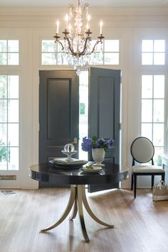 Design Center Associates - Traditional/ Transitional Round Dining Table / Wood / Metal / W 48   D 48   H 30 in. / Bernhardt   Haven