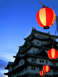 Nagoya Castle (名古屋城): A spectacular view as day turns to night