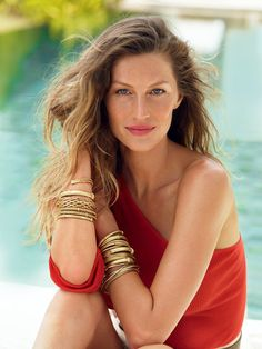 Gisele Bündchen and 11 other carefree beach hair looks.