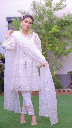 Ideas Indian Bridal Wear White Pakistan For 2019 Pakistani Party Wear Dresses, Pakistani Wedding Outfits, Pakistani Dress Design, Stylish Dresses For Girls, Stylish Dress Designs, Girls Dresses, Dresses For Eid, Long Dresses, Dresses Online
