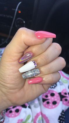 On average, the finger nails grow from 3 to millimeters per month. If it is difficult to change their growth rate, however, it is possible to cheat on their appearance and length through false nails. Summer Acrylic Nails, Cute Acrylic Nails, Acrylic Nail Designs, Holographic Nails Acrylic, Orange Acrylic Nails, Pink Acrylics, Bling Nails, Swag Nails, Fire Nails
