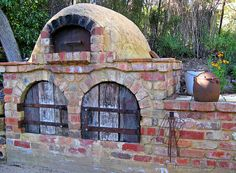 outdoor pizza and bread oven