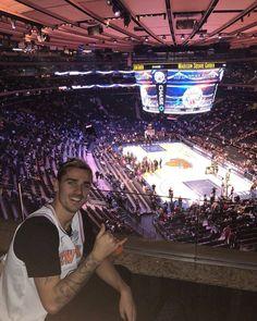 غريزمان في لقاء #Knicks #Sixers في نيويورك . . . #اتليتكو_مدريد #الروخي_بلانكوس #الدوري_الاسباني #atleti #aupaatleti #atletico #goatleti #atleticodemadrid #vamosatleti #atleticomadrid #LaLiga #forzaatleti #laliga #griezmann #RokhiBlancu #torres9 . . . مشجع لأتلتيكو مدريد  تابعوه يستاهل  @radamel.f9  @radamel.f9  @radamel.f9 . . .