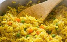 Provate a preparare il buonissimo risotto alla curcuma, carote e piselli seguendo la nostra ricetta, molto facile e adatta a tutti.