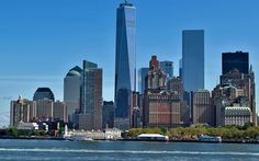 Nueva York, Estados Unidos #destinicocom Haz tu reserva en www.destinico.com People Fall In Love, Best Places To Live, Tourist Spots, Cn Tower, Rooftop, San Francisco Skyline, The Good Place, New York Skyline, Backdrops
