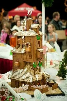 The Weasley's Burrow gingerbread house. GINGER-bread :p