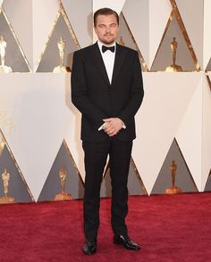 Leonardo DiCaprio is owning the moment with what could be his best #oscars tux ever. Black slim peak lapel. ( Getty) by gq