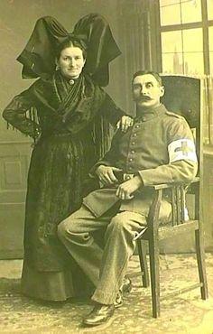 costume et coiffe typiquement alsacienne