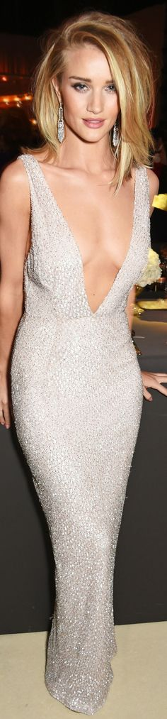 Rosie Huntington-Whiteley in Burberry - British Fashion Awards 2015 | inspo but I wouldn't take the plunge