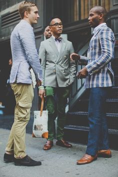 Peele of Men's Style Pro) chatting with Matt & Enrique of Fine and Dandy Shop chatting outside of Project NY. I'm rocking the Indochino Plaid Derby Blazer. Viernes Casual, Look Fashion, Mens Fashion, Dandy Style, Double Breasted Jacket, Dapper Men, Men Street, Well Dressed Men, Fashion Books