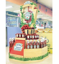 Heinz Goes Natural Stacker Display Rak Display, Pallet Display, Wine Display, Display Design, Booth Design, Display Shelves, Banner Design, Point Of Sale, Point Of Purchase