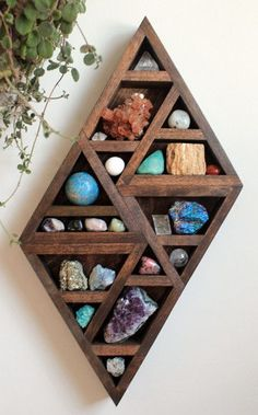 Diy Crafts For The Home Decoration Interior Design Display 69 Ideas Crystals And Gemstones, Stones And Crystals, Black Crystals, Crystal Shelves, Crystal Decor, Crystal Bedroom Decor, Crystal Room, Displaying Collections, Diy Furniture