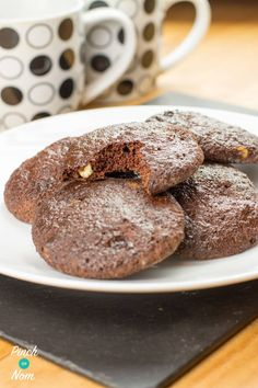 What better way to start than with some Double Choc Chip Cookies. These are *proper* cookies. No using your HEB, no oats or Weetabix, proper gooey cookies! Slimming World Biscuits, Slimming World Cookies, Slimming World Cake, Slimming World Desserts, Slimming World Recipes, Weetabix Cake Slimming World, Healthy Brownies, Healthy Cake, Healthy Treats