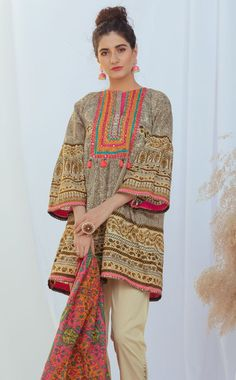 Information era: Upcoming designing in lawn suits Pakistani Dresses Party, Simple Pakistani Dresses, Pakistani Fashion Party Wear, Pakistani Dress Design, Pakistani Outfits, Pakistani Casual Wear, Indian Dresses, Stylish Dresses For Girls, Stylish Dress Designs