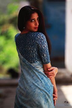 Buy Handloom Linen Saree For Summer Kerala Saree Blouse Designs, Cotton Saree Blouse Designs, Sari Design, Indigo Saree, Khadi Saree, Simple Saree Designs, Simple Sarees, Stylish Blouse Design, Saree Trends